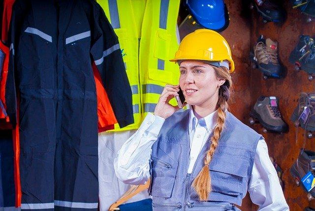 Jakie rodzaje odzieży roboczej i ochronnej wprowadzane są na rynek?